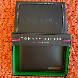 Tommy Hilfiger Leather Passcase & Valet Wallet